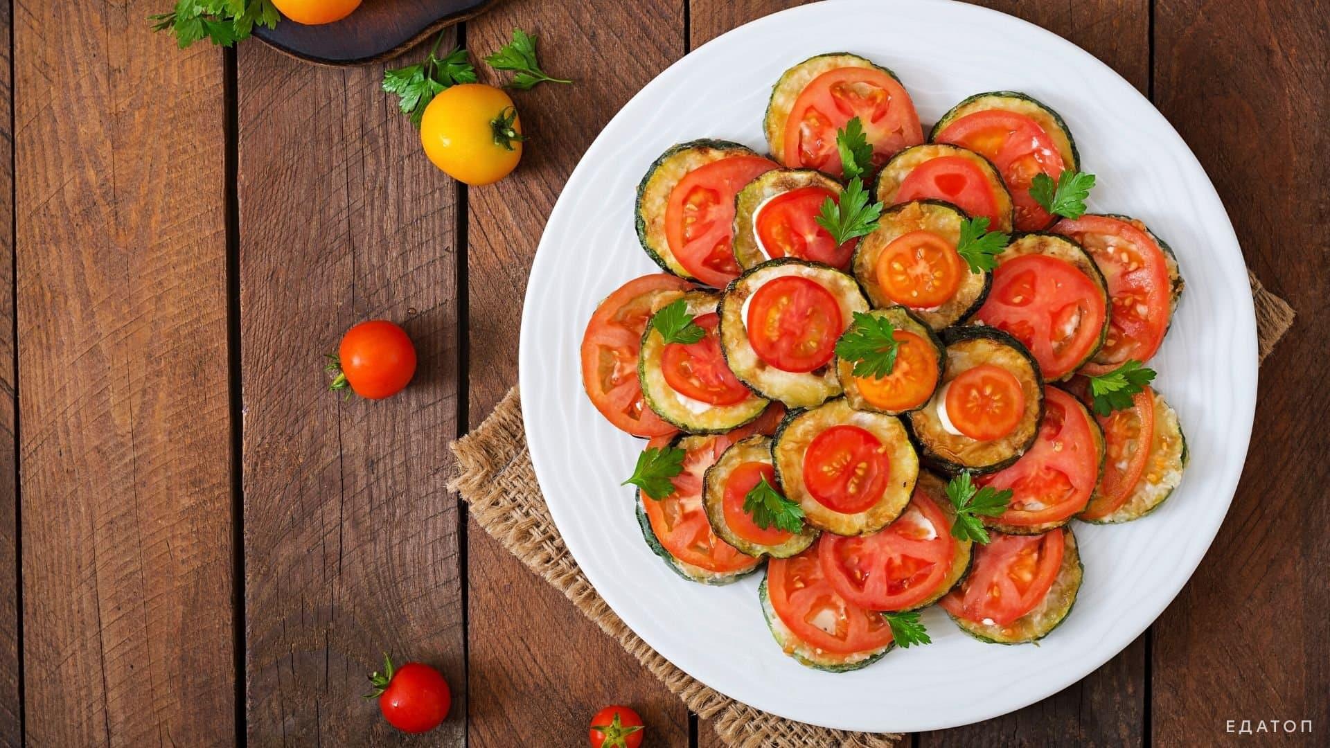 Кабачки с томатами.