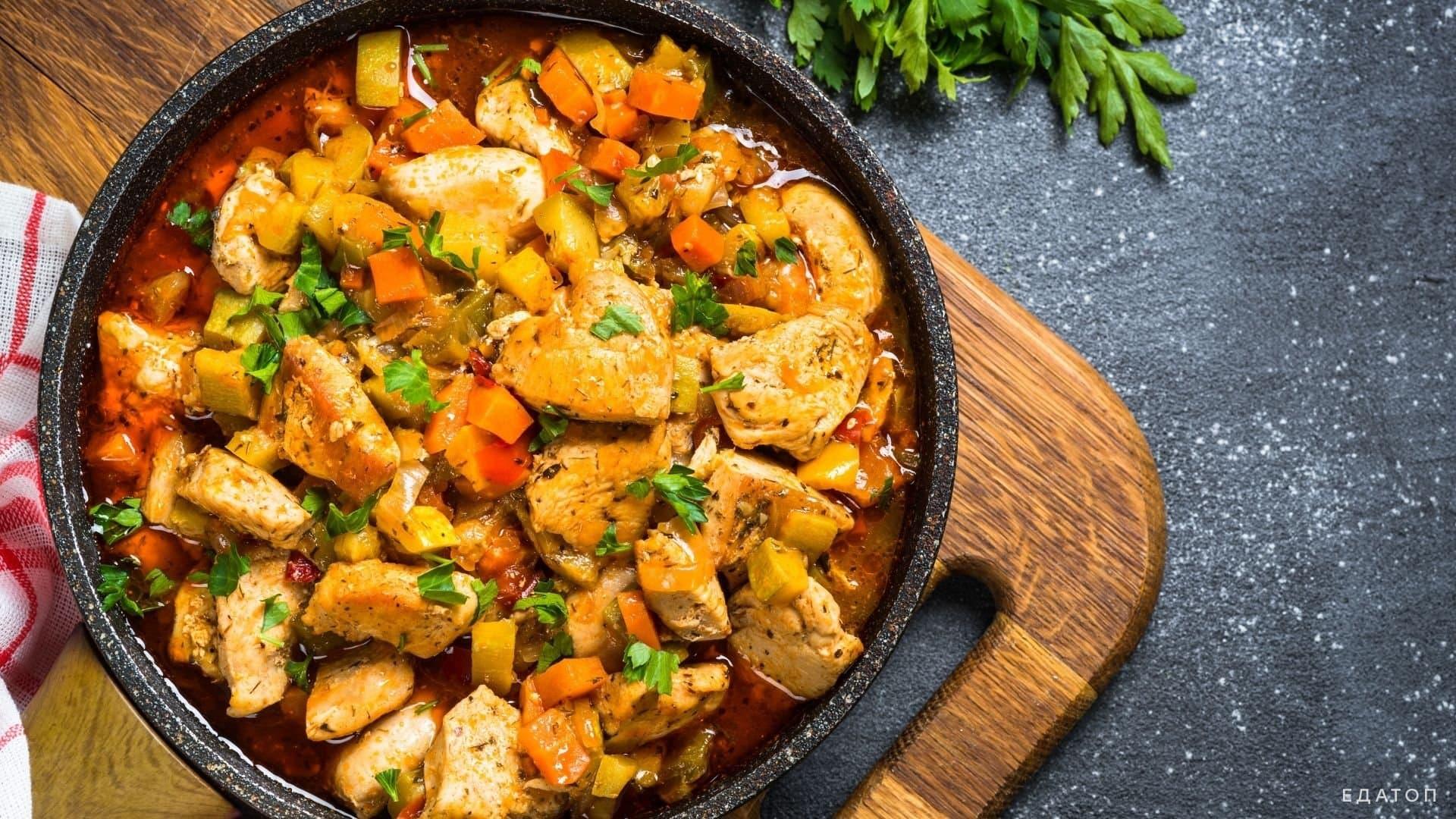 Рагу с куриным мясом, фасолью и томатами в вашем рационе.