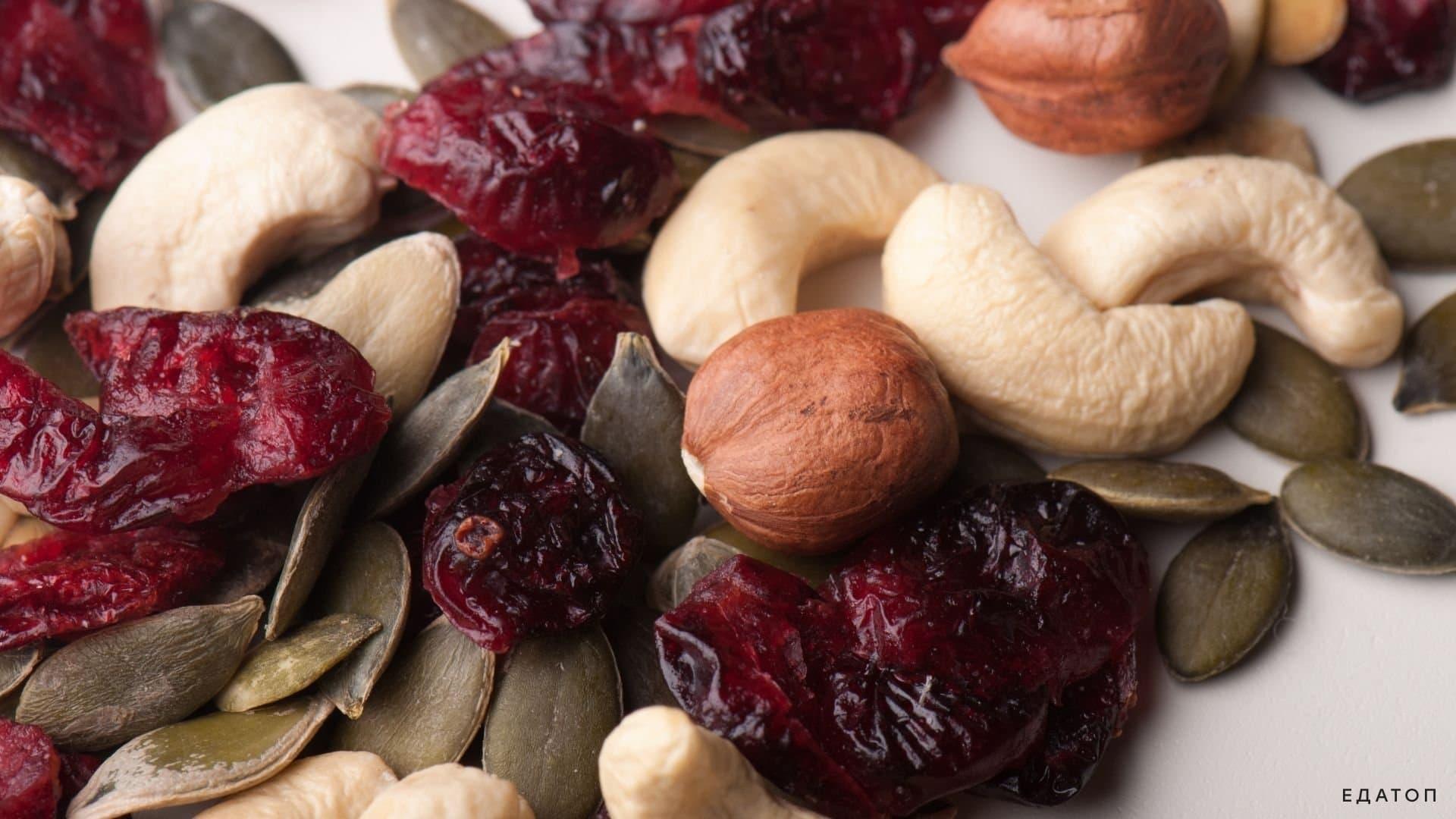 Фрукты и орехи часто входят в состав конфет.