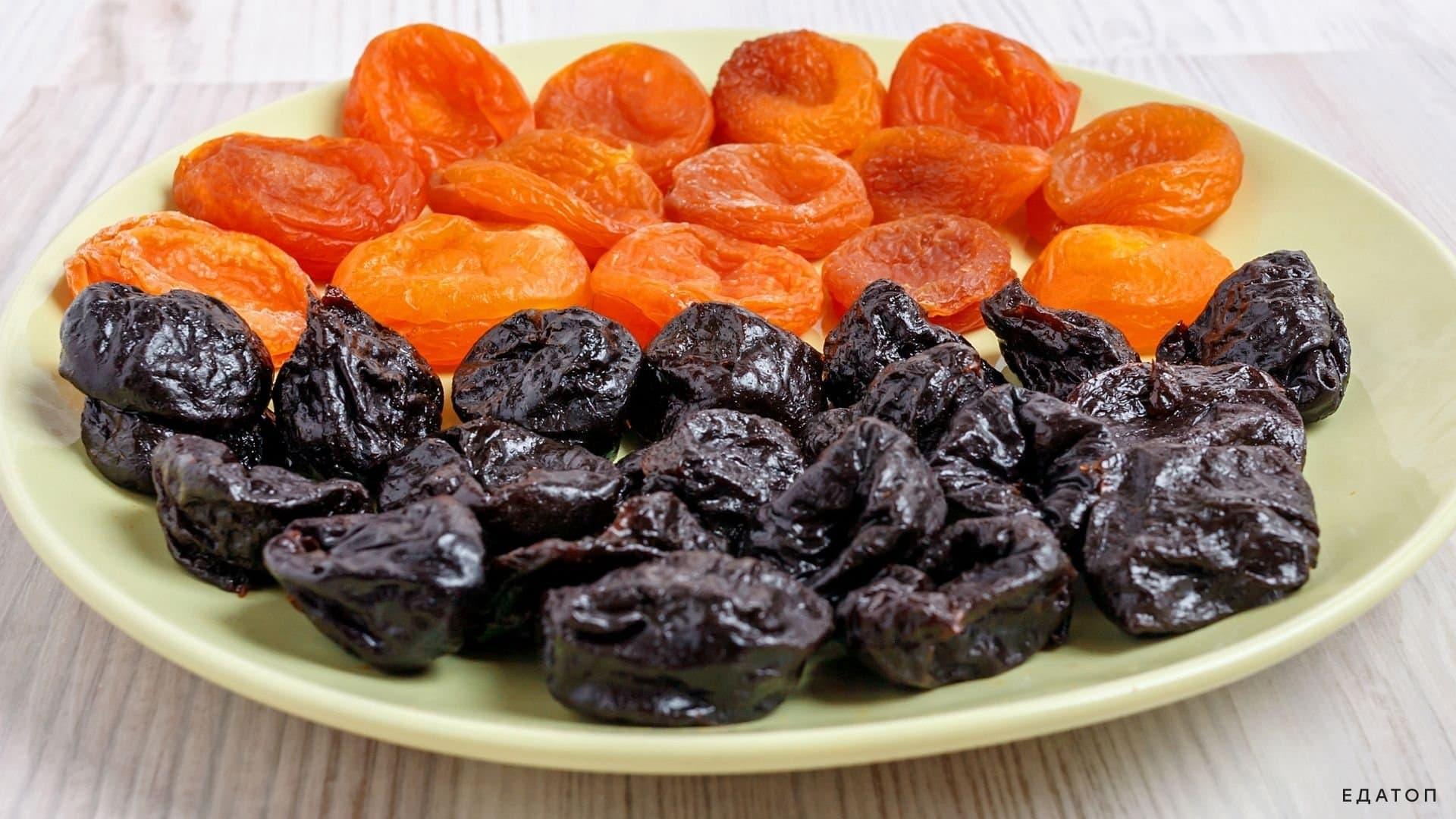 Изготовьте конфеты из кураги и чернослива.